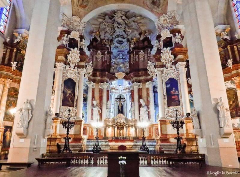 interno chiesa ss. giovanni vilnius