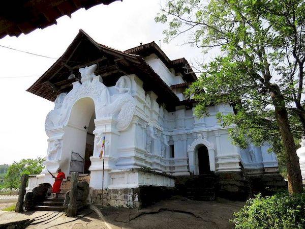 tempio lankatilake