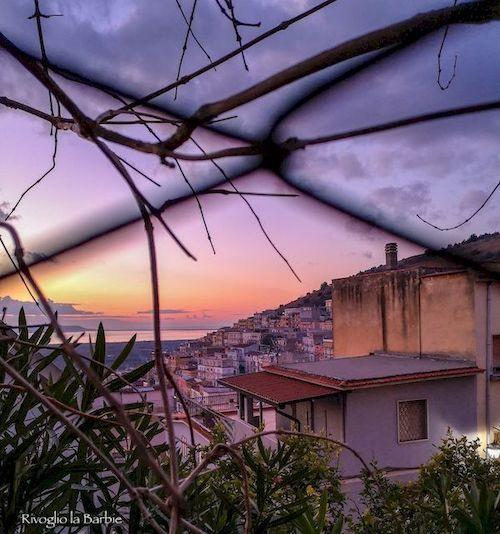 carpino al tramonto