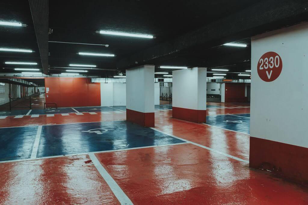parcheggio sotterrano Unspalsh