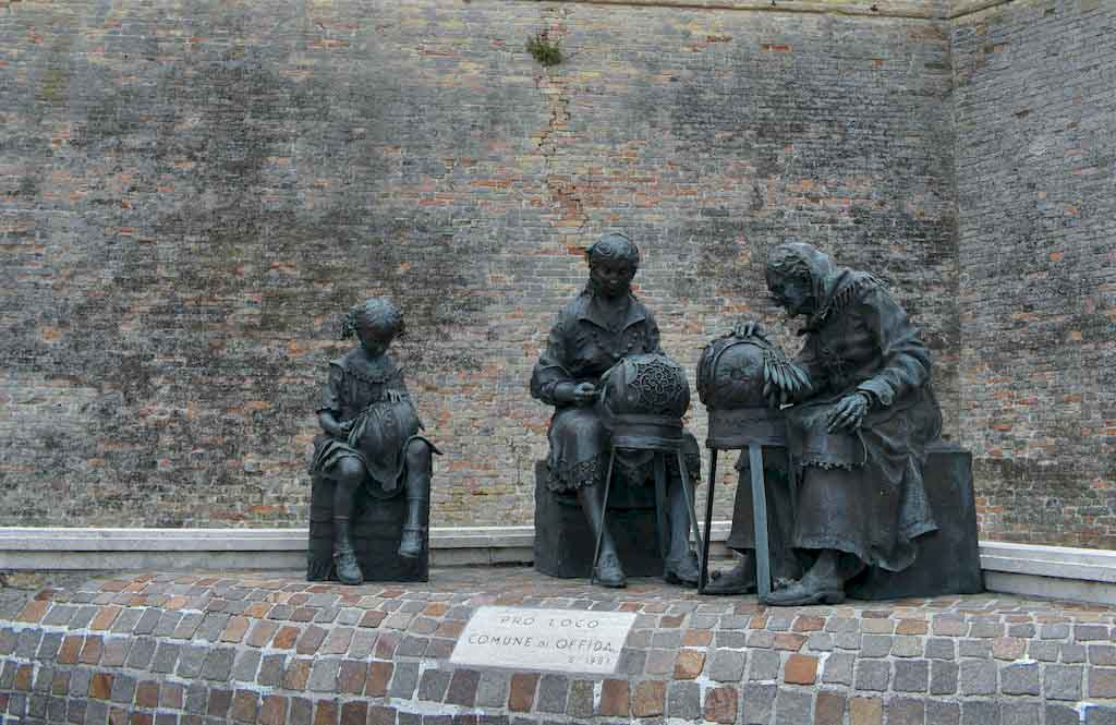 monumento alle merlettaie offida
